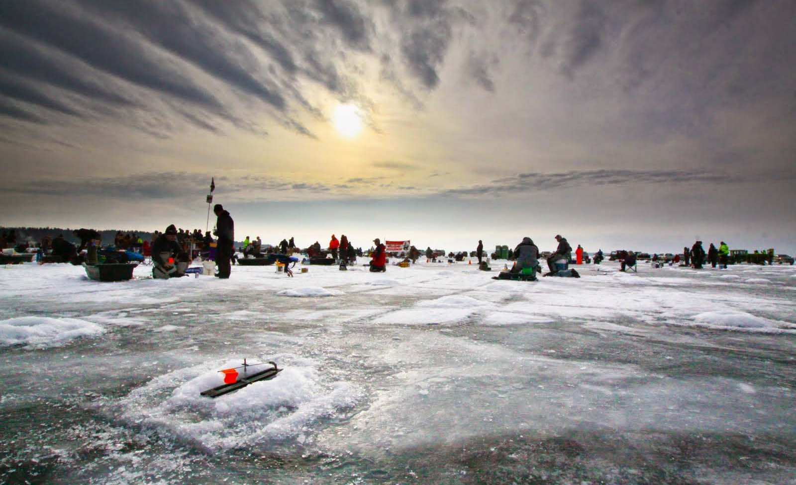 Brainerd jaycees 150 000 ice fishing extravaganza the for Brainerd ice fishing